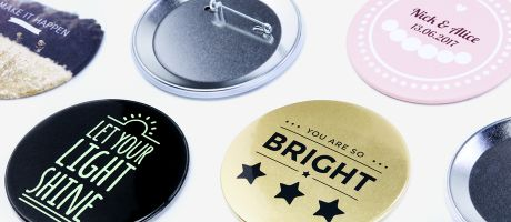 Advertising with every detail: choose the finish of your badges | Camaloon