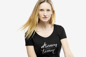 Design fashionable T-shirts | Camaloon